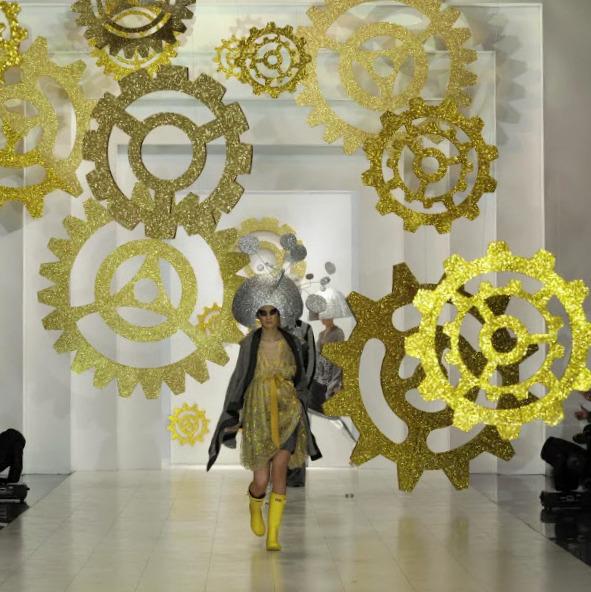 декорации из пенопласта для показа мод