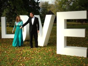 Буквы на свадьбу LOVE